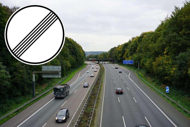 "The autobahn A45 in Dortmund-Oespel and the road sign for ""all restrictions lifted""."